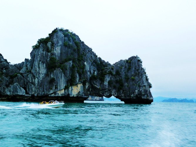 越南下龙湾,天堂岛,河内,芒街6日自驾游(广西东兴口岸出境)
