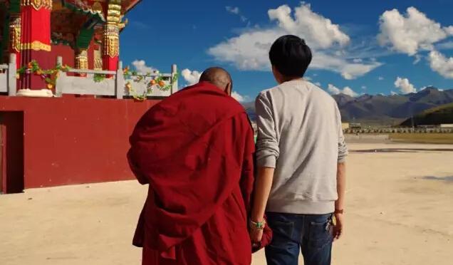 揭秘藏传佛教,天葬台的对话、微笑的小喇嘛和草原露营