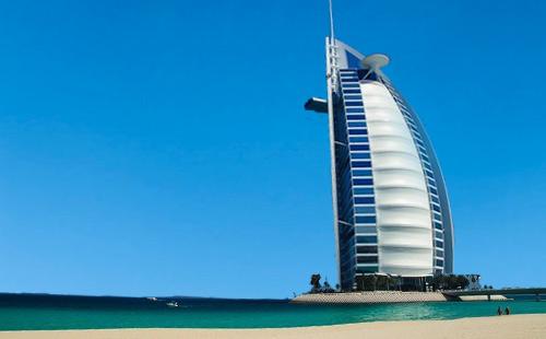 阿联酋(阿布扎比喜来登+迪拜希尔顿+阿拉伯美食+3D水幕秀+金相框)双飞5日游超值 成都起止