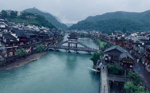 张家界天门山(玻璃桥)-凤凰古城双汽3日游品质张家界