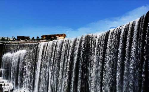 高低坑瀑布
