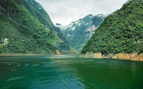 清江大峡谷1