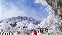 南川金佛山西坡冰雪季-天星小镇-金三泉温泉纯玩二日游