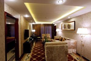 黄金6号游轮豪华套房起居室