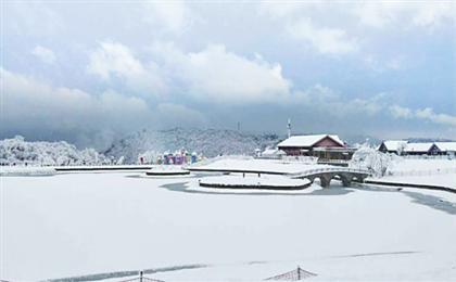 成都市內-西嶺雪山-安仁古鎮滑雪雙汽3日游林海雪源奇觀,滑雪天然勝地