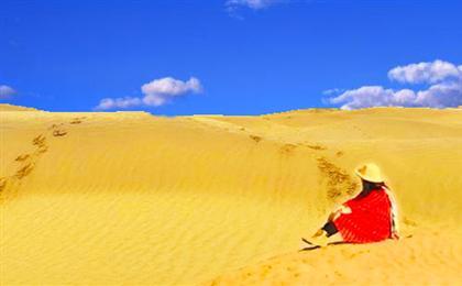 新疆乌鲁木齐-博斯腾湖-天山大峡谷-卡拉库里湖-塔克拉玛干沙漠双卧8-12日游穿越塔克拉玛干